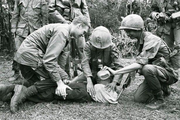 American-soldiers-torturing-North-Vietnamese-soldier.jpg